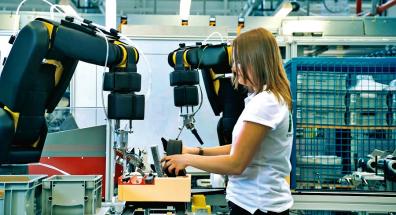 Pro optimální průběh procesu umožňuje APAS asistent inline integrovaná logistická řešení se sledováním produktů. Díky tomu lze procesní kroky snadno automatizovat a optimalizovat