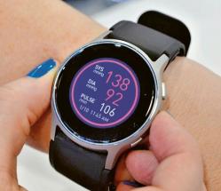 Měří krevní tlak snadno a pohotově jako příruční tlakoměr