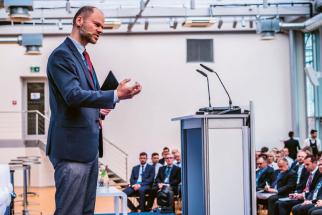 Moderování konference se bezchybným způsobem zhostil viceprezident pro hospodářskou politiku a export ve Svazu českého průmyslu a dopravy ČR Radek Špicar