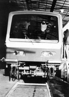Jednotku Tatra R1 vyrobil smíchovský závod ČKD pro pražské metro. Do provozu však uvedena nebyla, sovětští soudruzi vnutili Praze již tehdy zastaralé vozy z výrobního závodu Metrovagonmaš