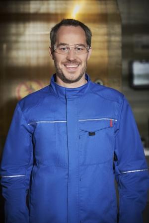 MEWA Dynamic Elements, to je bezpečné oblečení při práci v chemickém průmyslu, galvanotechnice nebo v obchodu s chemikáliemi. (Foto: MEWA)
