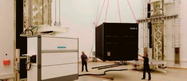 Příprava ke kontrole obsahu kontejneru na XXL CT
