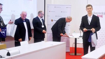 Jan Čížek přebírá ocenění na MEMPUR 2019