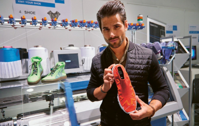 Trendem budoucnosti jsou 3D boty upletené z jednoho kusu, k němuž se nalepí podrážka. Celá výrobní operace trvá pouze asi 13 minut