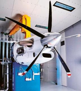 Obr. 3: Motor pro letadla Cessna Denali v testovacím režimu