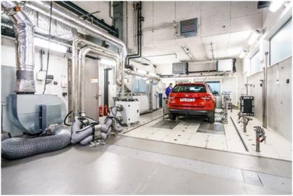 Modernizace emisní laboratoře probíhala od října 2018 do února 2019, kdy byly také rozšířeny prostory pro přípravu a teplotní stabilizaci vozidel. Touto modernizací válcové zkušebny byly naplněny požadavky pro provádění emisních testů dle nejnovější metodiky EU 2017/1151 a dalších souvisejících, včetně možnosti testování hybridních a elektrických vozidel.