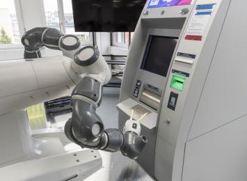 •Testování softwaru pomocí prvního prototypu robota YuMi® se dvěma pažemi je přelomovou událostí pro odvětví bankomatů