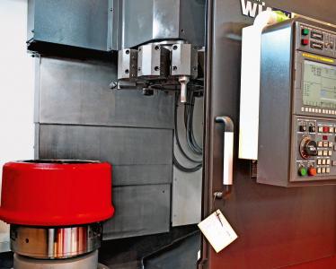 Obr. 2: CNC vertikální obráběcí centrum Hyundai WIA LV 500 RM