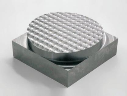 Obr. 12 Testovací obrobek. 60 × 60 × 30 mm, materiál tvrdá ocel