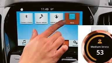 ALEXA na palubním displeji automobilu FORD a chytré hodinky Vivoactive 3 firmy Mercedes-Benz