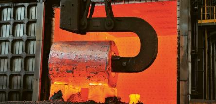 Ocelový ingot před nahřívací pecí v továrně Le Creusot dnešní společnosti Framatome (snímek je z roku 2015, kdy byla ještě součástí Arevy) Foto: Areva, Jean-Marie Taillat