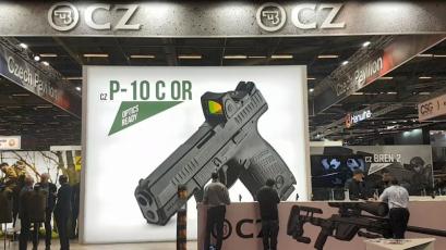 Pro pistoli CZ P-10 existuje v závislosti na typu rámu, doplňcích, různých barevných provedeních a další individualizaci okolo 22 milionů kombinací.