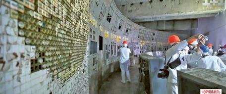 Pohled do zpřístupněné kontrolní místnosti IV. bloku černobylské jaderné elektrárny