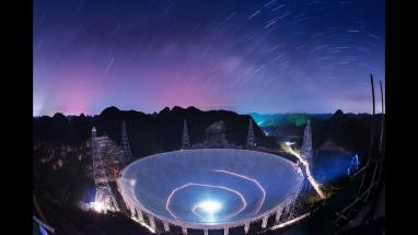 Obří rádiový teleskop bude hledat mrtvé hvězdy, pro život vhodné planety i cizí civilizace