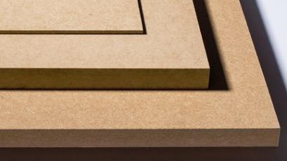 """Materiálové využití """"starého"""" dřeva a výroba nových plnohodnotných výrobků, například dřevotřískových a laminovaných desek, probíhá s využitím moderních pokročilých technologií"""