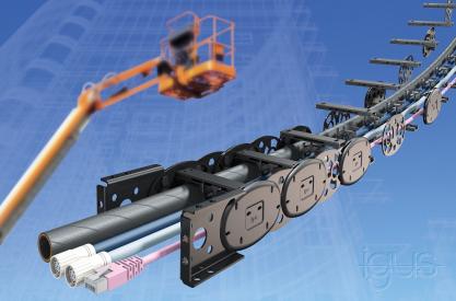 Vertikální bezpečnost: nový hybridní energetický řetěz igus je díky vysoce výkonným polymerům o 50 procent lehčí než konvenční ocelové řetězy a díky své modulární konstrukci se snadno udržuje. (Zdroj: igus/HENNLICH)