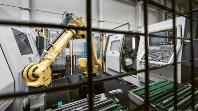 V dnešní lekci přidáváme k soustružení a k naháněným nástrojům na soustružnicko-frézovacích strojích i více vřeten a nástrojových hlav