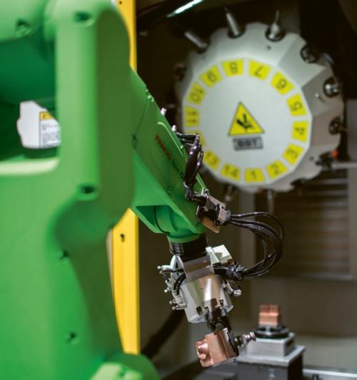Řada CR robotů určených pro spolupráci s člověkem se představila v celkem sedmi různých aplikacích. K vidění zde byly všechny modely řady CR – od nejmenších CR-4iA po největší CR-35iA