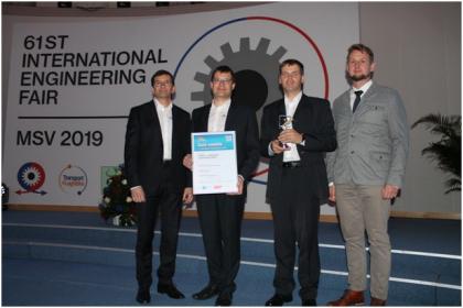 Management společnosti CERATIZIT Česká republika s oceněním Zlatá medaile, které společnost získala za Inovaci ve zpracovatelské technologii s nástrojem FreeTurn a technologií High Dynamic Turning.