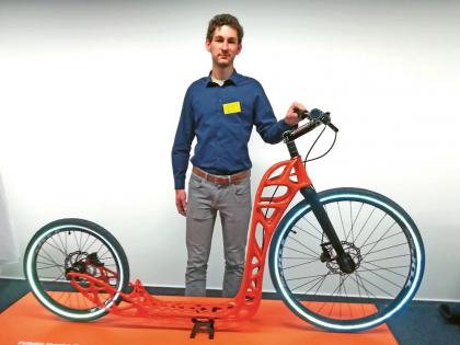 """""""Koloběžka vykazuje bionické struktury a je celá vytištěna z kovu. Názorně demonstruje přednosti 3D tisku,"""" říká Lukáš Jančár z VŠB – Technické univerzity v Ostravě"""