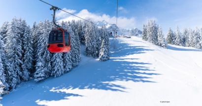 Společnost Tscharner Technik (Tscharner) vybavuje lanovky a lyžařské vleky řídicími systémy, které obsahují vlastní software a bezpečnostní prvky Siemens