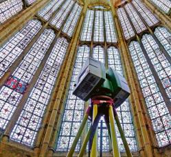Skenování vnitřních prostor katedrály systémem Leica ScanStation C10 ještě před požárem
