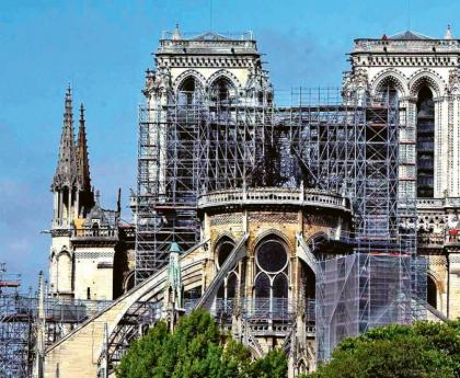 Katedrála Notre Dame po požáru