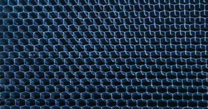 Nový lehký akustický metamateriál snižuje hluk při silničním provozu