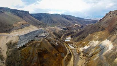 Výstavba hráze, která dosahuje výšky 137 metrů, začala v roce 2017 /Zdroj: ENERGO-PRO/