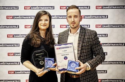 Ocenění jménem společnosti ŠKODA AUTO převzali Tereza Navrátilová a Lukáš Pánek z oddělení HR marketingu.