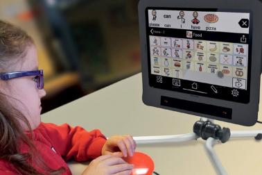 Zařízení Skyle stojí 69 900 Kč, v kompletu s iPad Pro 3. generace a aplikacemi pro alternativní komunikaci 98 900 Kč. Je ale možné požádat o příspěvek státu na jeho pořízení.