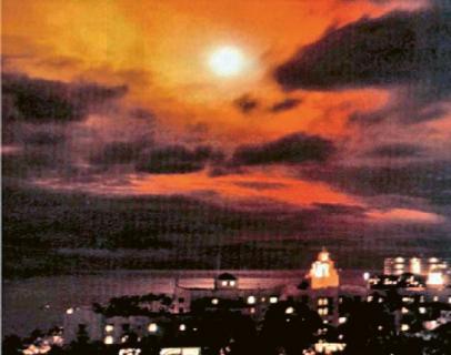 Výbuch jaderné nálože v rámci experimentu Starfish Prime v roce 1962. Exploze vyvolala nečekaně silný elektromagnetický pulz, jehož účinky byly patrné i na 1 500 km vzdálené Havaji. Foto: Photocopier (Creative Commons)