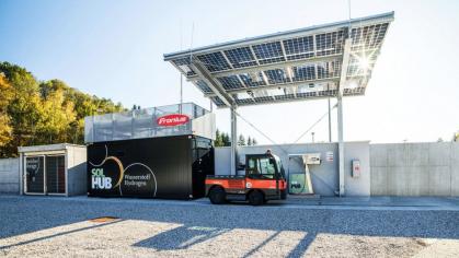 Fronius Solhub: kompletní řešení na klíč pro decentralizovanou výrobu solárního vodíku, jeho ukládání a čerpání do vozidel, např. autobusů, nákladních vozů nebo pracovních a speciálních vozidel. /Foto: Fronius International GmbH/