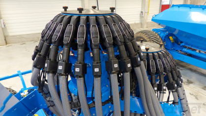 Nový systém automatického spínání sekcí secích strojů Farmet (section control)