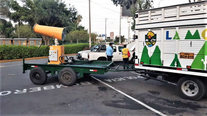V jihoamerických státech Peru a Chile se v tamních hlavních městech Limě a Santiagu rozhodli bojovat proti šíření koronaviru COVID 19 plošnou dezinfekcí ulic. Využívají k tomu mlžná děla vyrobená v litoměřické firmě HENNLICH.