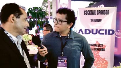 Velvyslanec Michal Sedláček poskytl na Peruánském digitálním summitu při prezentaci české firmy ADUCID rozhovor jedné z místních televizí