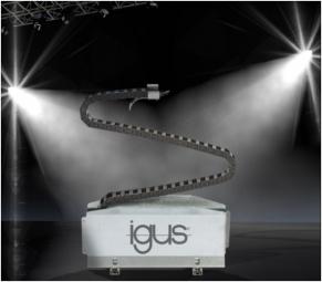 Energetické řetězy a flexibilní kabely jsou součástí komplexního systému, který zajišťuje automatické, strojově řízené úpravy pódia, světel, kulis, opony a dalších důležitých částí jeviště. (Obrázek: HENNLICH/igus)