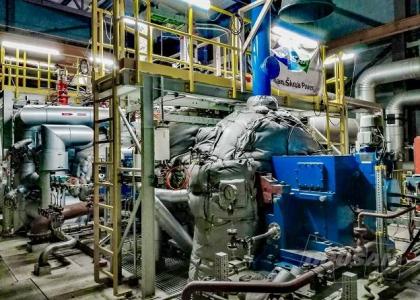 Dvoutělesová parní turbína s přihříváním 25 MW v dánském Kalundborgu produkuje elektřinu, topnou vodu i procesní páru