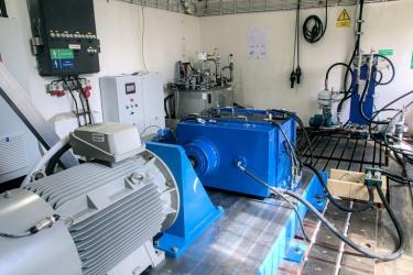 Vyvíjený systém obsahuje unikátní hydraulický zkrucovač