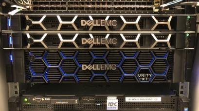 Páteřní síť nové infrastruktury pracuje s rychlostí 100Gbps a jednotlivé prvky jsou do ní připojené 4x25 Gbps
