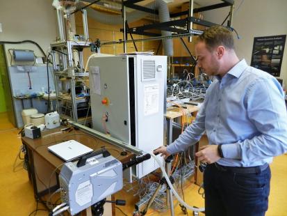 František Lízal z FSI VUT v laboratoři