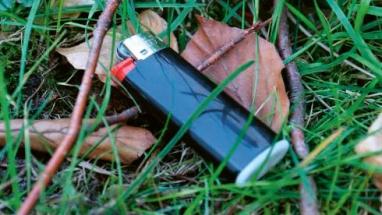 Pokud jsou zapalovače zlikvidovány jako zbytkový odpad, hrozí nebezpečí odpařování zbývajících plynů ve vozech svážejících odpady
