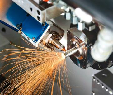 Obr. 1: Řezání laserem na dlouhotočném soustruhu L20