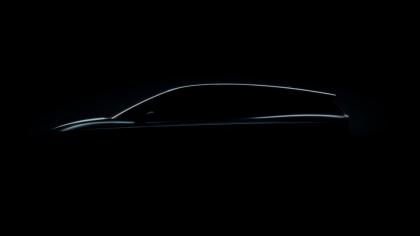 Fotografií siluety vozu SUV naznačuje ŠKODA vzhled nového modelu ENYAQ iV.