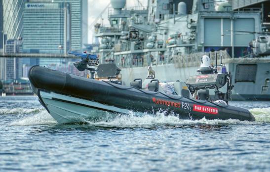Čluny P24 Unmanned s autonomní výbavou mohou operovat buď zcela bezobslužně, anebo s lidským operátorem, který však sedí v bezpečnějším prostředí situovaném na palubě blízké válečné lodi