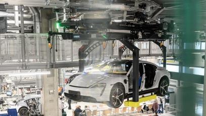 Maximální flexibilita výroby s využitím automaticky řízených vozidel – AGV (z angl. Automated Guided Vehicles)