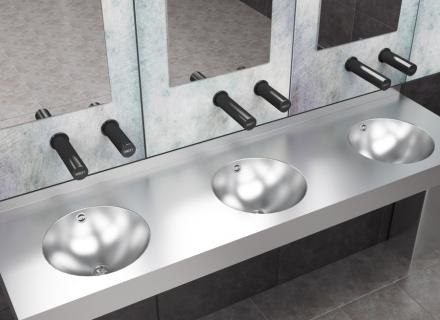 Moderní a v těchto časech i zdravotně bezpečné jsou bezdotykové toalety /Foto: SANELA/