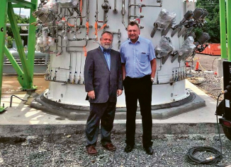 Otevření plnicí stanice UHG v Charlestonu s kapacitou 10 t LH2 denně. Vpravo Ing. Pavel Juříček