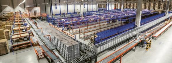 V plně automatizovaném skladu firmy Adler v Ostravě s denním výkonem expedice 250 000 ks vše řídí moderní softwarový program