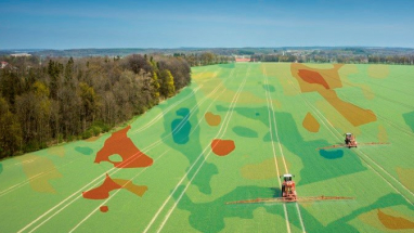 Služba Varistar dokáže maximalizovat výnosnost půdy, snížit ekologickou zátěž, zvýšit efektivitu práce a ušetřit čas při obsluze strojů.